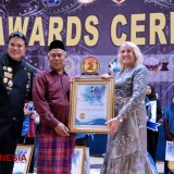 Peace Facilitator of Vision of Peace Awards Granted to KH Marzuki Mustamar