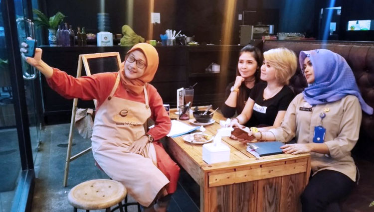 Hang Out at Cemiland Cafe Madiun and Sharpen Your English