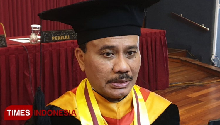 Waldensius Girsang the doctor who found Radial Relaxation Rectinectomy after receiving his doctoral degree at Faculty of Medicine, Public Health and Nursing of Gajah Mada University on Monday (3/2/2020). (Picture by: Istimewa/TIMES Indonesia)