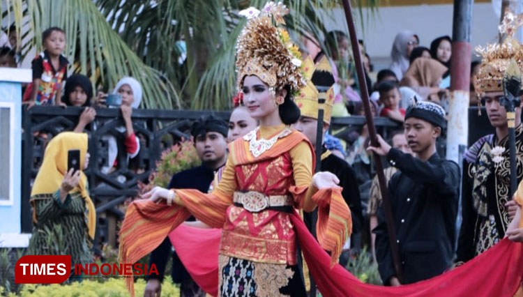 Mandalika Fashion Carnival, Where Thousands of Exotic Costumes were Shown