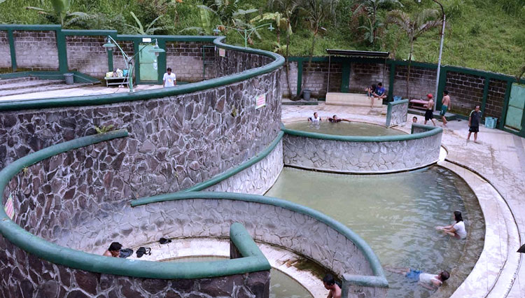 This is What Happened to Mojokerto Hot Spring During Social Distancing Rule