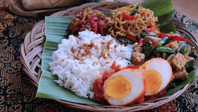 Nasi Jinggo, Another Balinese Fast Food with Extraordinary Taste