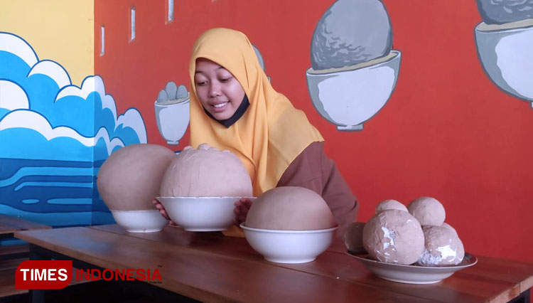 OMG!!! This Meat Ball's Size of Bakso Klenger Ambulu is Bigger than Your Head