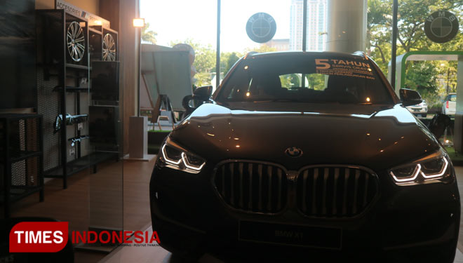 BMW-Luxury-Store-2.jpg