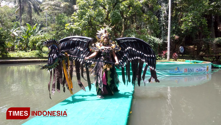 Model Jember Botanical Parade b