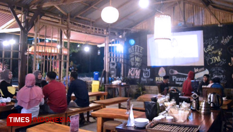 Have a Nice Cup of Coffee at Terminal Songgon Cafe Banyuwangi