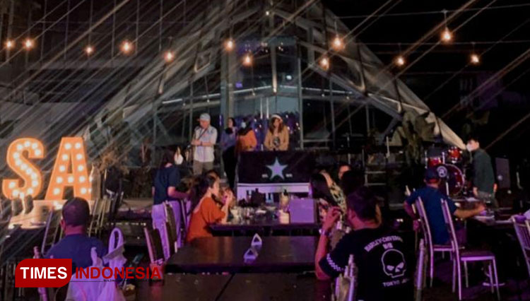 Light Up Your Night with Berbecue Party at Vasa Hotel Rooftop Surabaya