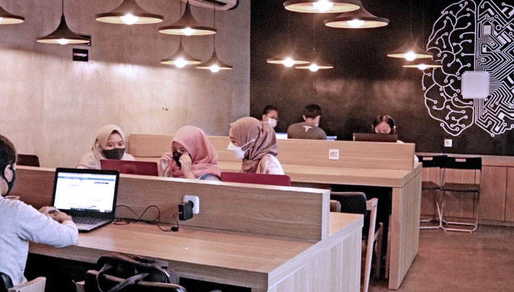Co-Working-Space-Seven-Chicken-Malang.jpg