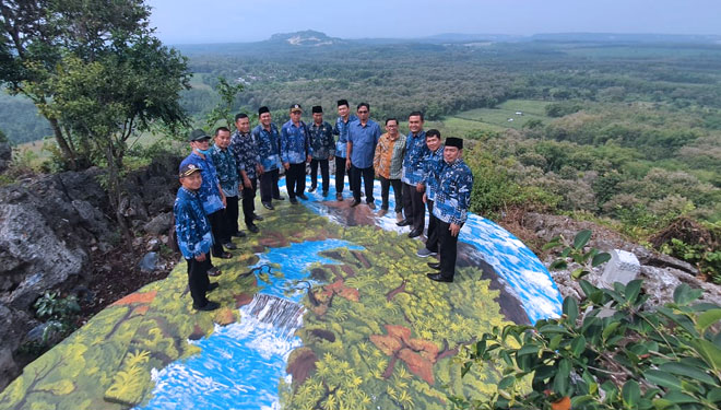 Surowiti Hill Gresik will Mesmerize Your Eyes with Its Exotic Scenery