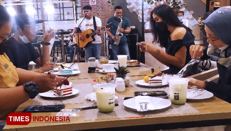 Patisserie Coustic Luminor Hotel Purwokerto Comes with All You Can Eat Concept