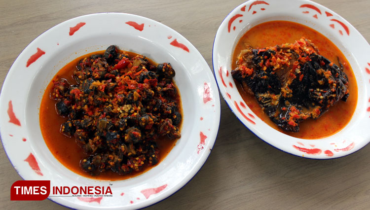 Chalenge Your Nerve to Taste These Spicy Foods of Warung Pedesan