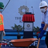 Chairul Tanjung Resmikan Topping Off Proyek The Trans Icon Surabaya